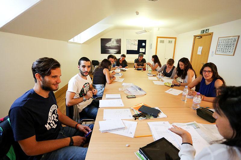 Cursos de ingl s en edimburgo celta para profesores for Profesores en el extranjero